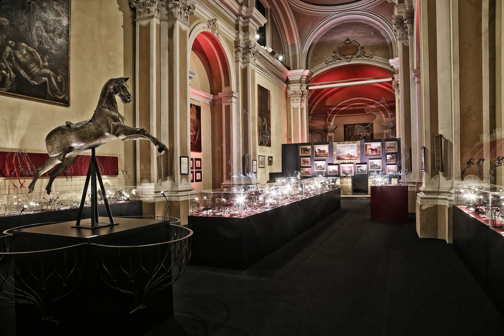 The suggestive setting of the exhibition