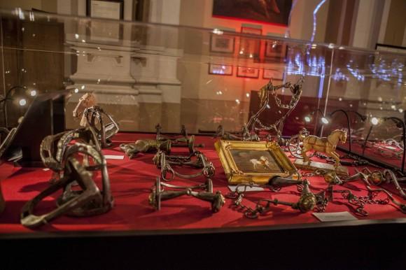 La mostra una delle più ricche collezioni di morsi antichi del mondo