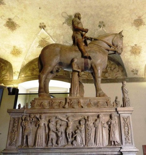 In the Visconti monument the horse is harnessed with a kind of full cheek snaffle, with double reins