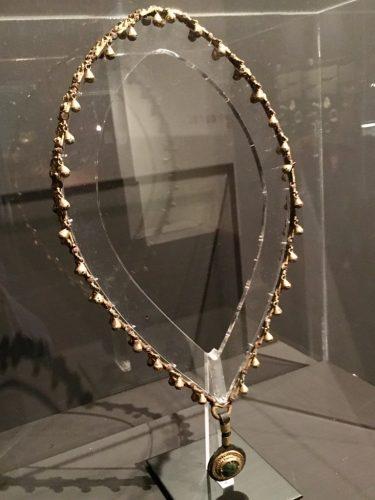 Collana da cavallo, in oro e turchesi VII-V sec. a C. Collezione Giannelli